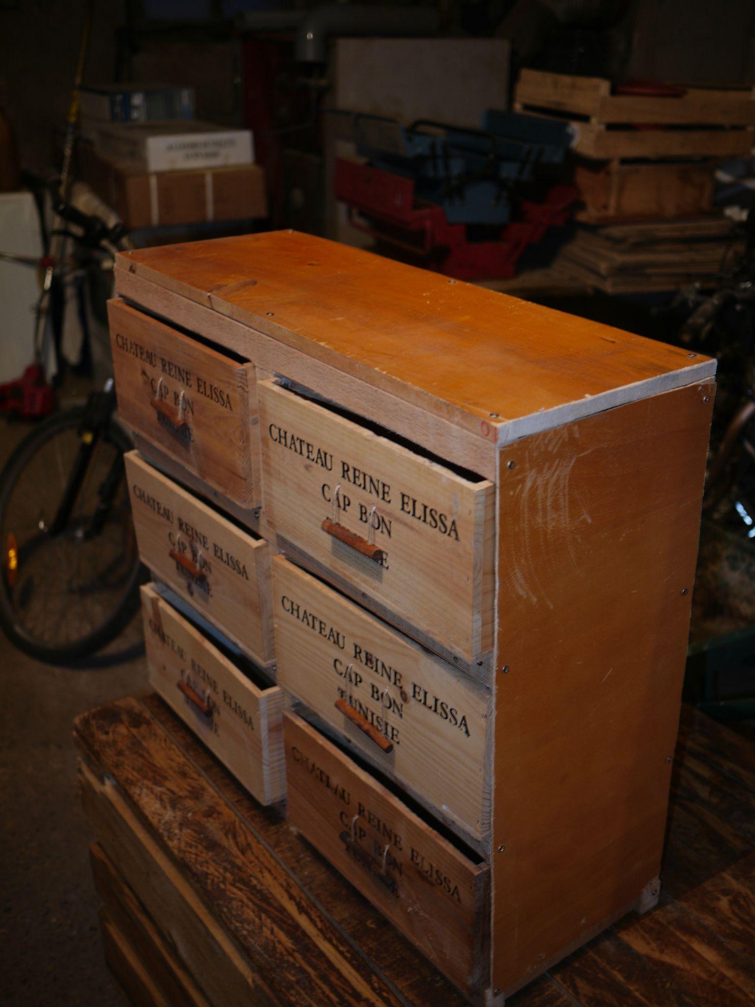 Meuble caisse de vin affordable bibliothque oblik wiithaa - Meuble caisse bois ...