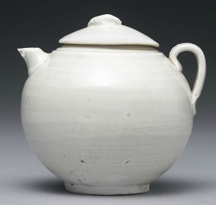 A small 'Ding' ewer and cover, Five Dynasties-Northern Song dynasty2