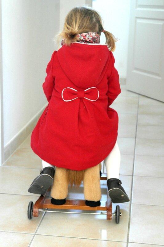 Manteau rouge Liberty porté_Chut Charlotte (5)