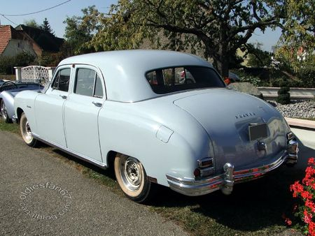 Frazer manhattan 4door sedan 1948 31e Randonne Internationale des Vendanges de Rustenhart 2011 4