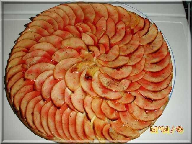 Tarte fine aux pommes rouges