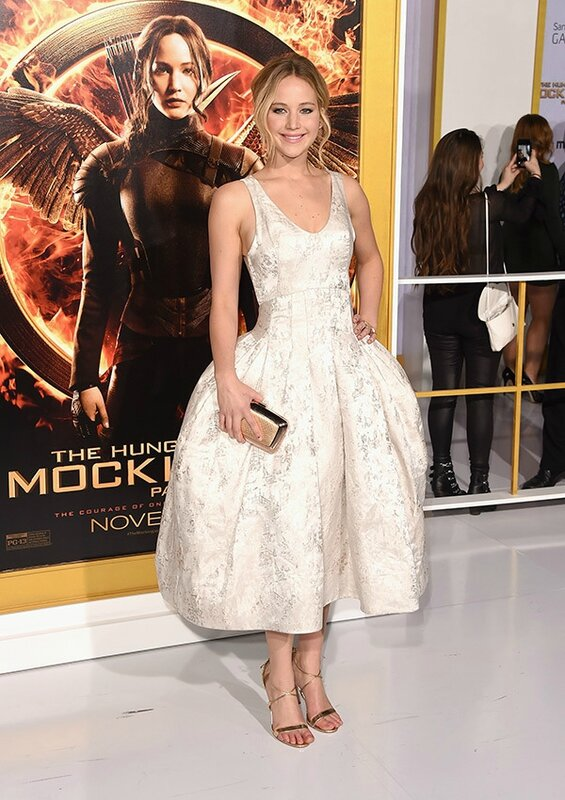 Jennifer Lawrence en robe de soir�e superbe en 'Hunger Games 3' Premiere
