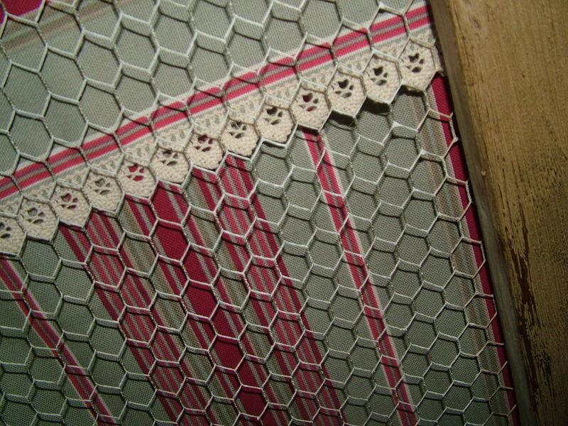 Le gris et le framboise la m di vale du luberon for Meuble porte grillagee poule