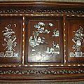 Panneau en bois exotique incrusté de nacre. Indochine. Fin XIX°.