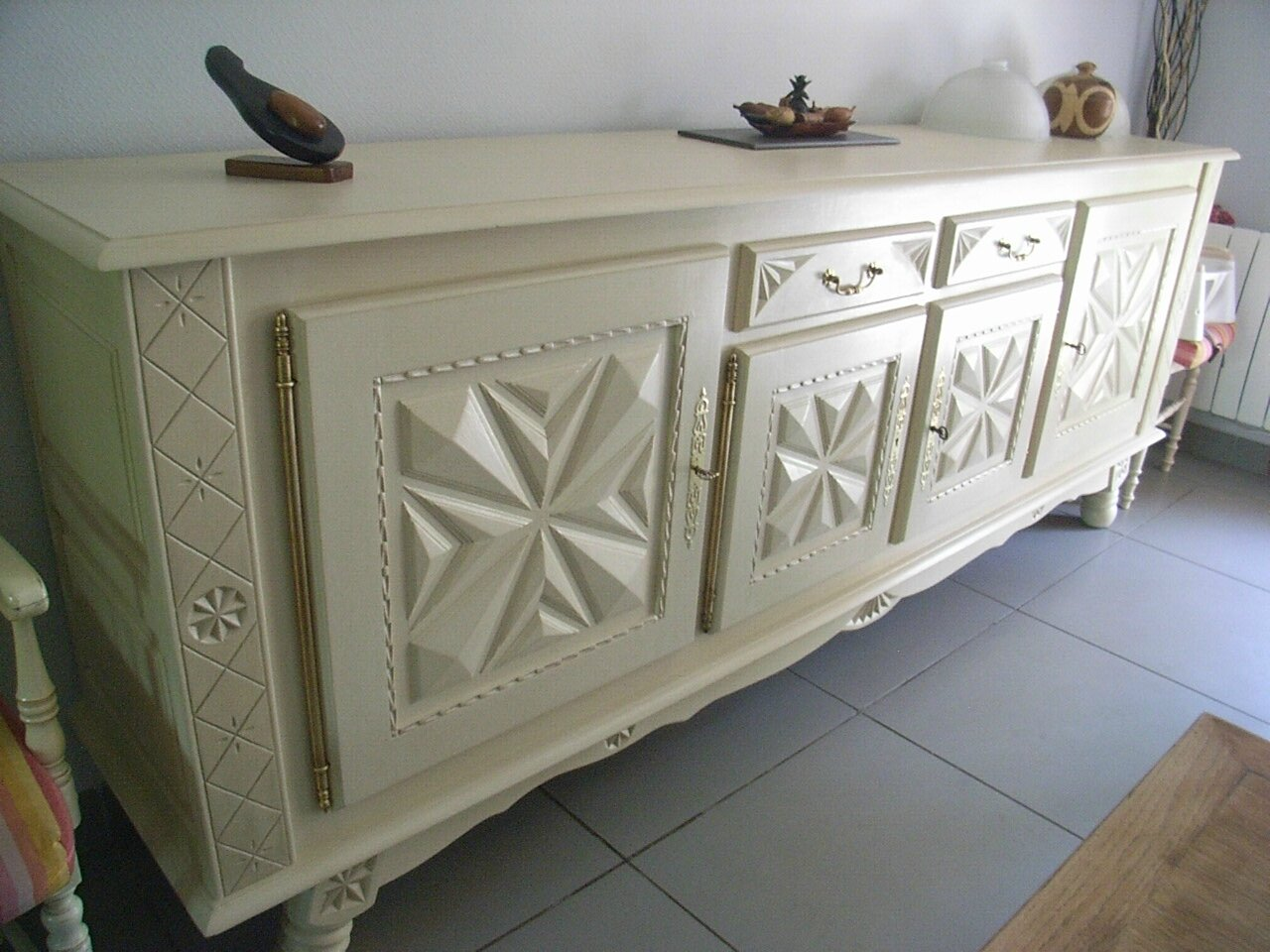 Meuble basque repeint table de lit - Buffet a peindre ...