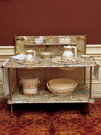 Lavabo_de_la_chambre___coucher_de_l_empereur__en_porcelaine_sanitaire