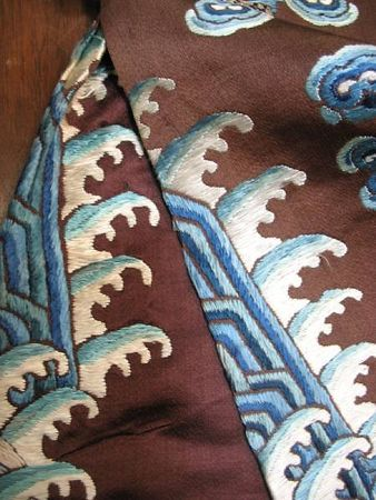 A_chestnut_silk_ground_embroidered_dragon_robe3