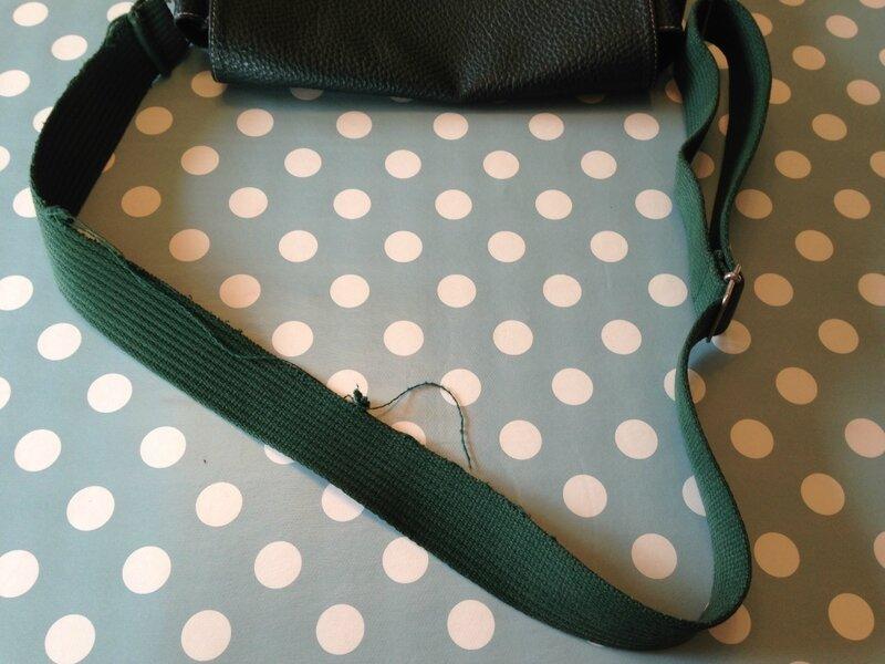 sac paquetage vert et son anse ancienne 1