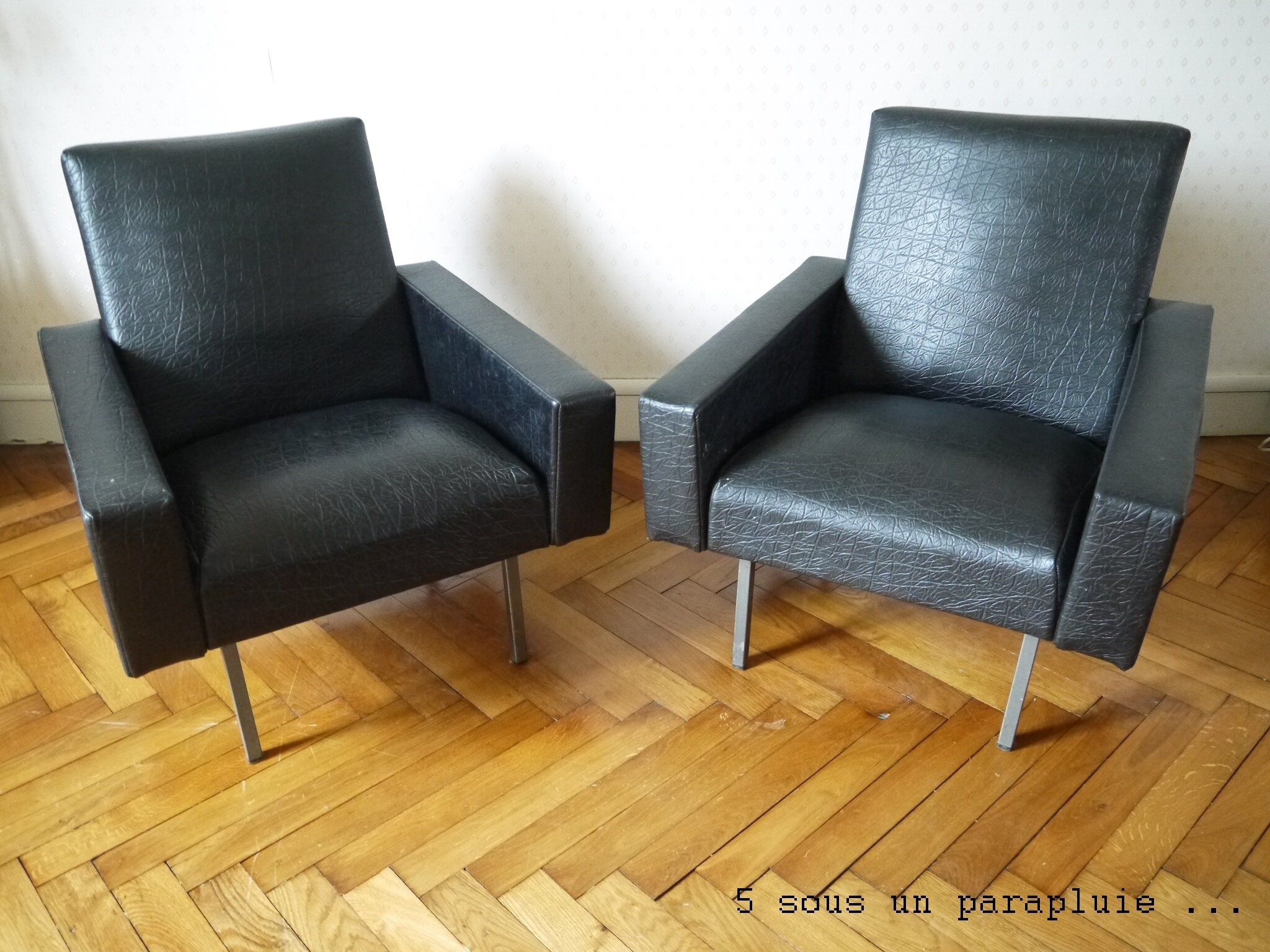 fauteuils de salon en ska noir vintage 5 sous un parapluie. Black Bedroom Furniture Sets. Home Design Ideas