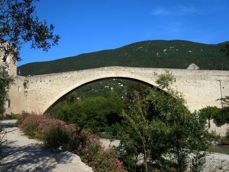 Pont Nyons1