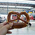 BRETZEL * Gare centrale de Munich , Allemagne *