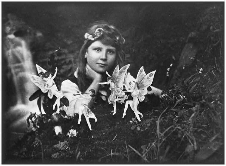 1er photographie. Frances and the fairy ring