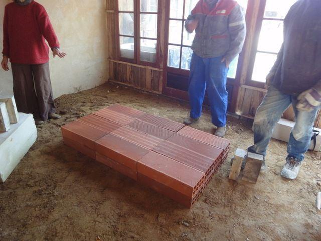 Construction d un four bois flamme boucl e la terre en feu - Fabriquer un tour de potier ...