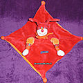 Doudou dragobert plat rouge orange moulin roty ; www.doudoupeluche.fr