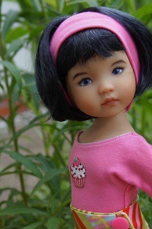 Un jour , une poupée - Caroline de Joyce Mathews -