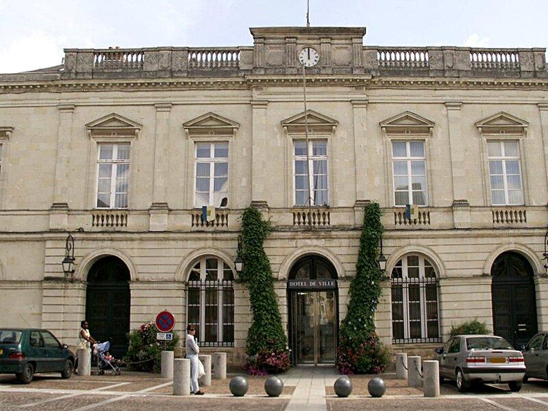 Place Raphael Elize-mairie de Sable