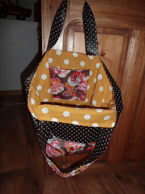 sac et pochette en tissu enduit, papa pique et maman coud (5)