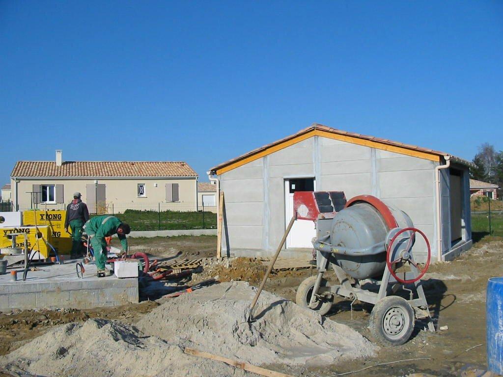 Elevation du mur premier rang du b ton cellulaire for Budget construction maison par poste