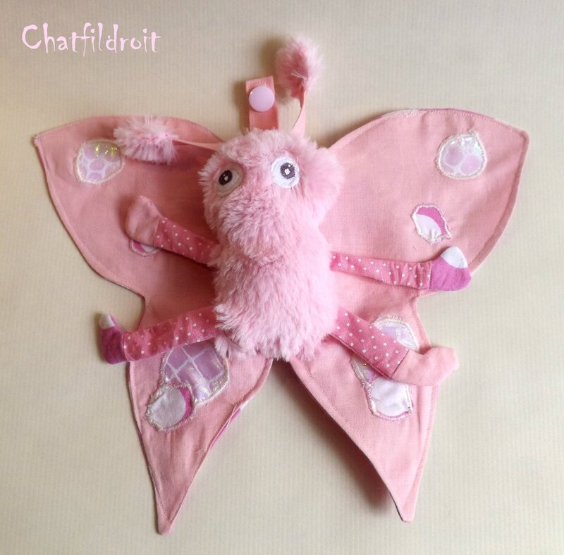 doudou papillon de nuit chatfildroit rose