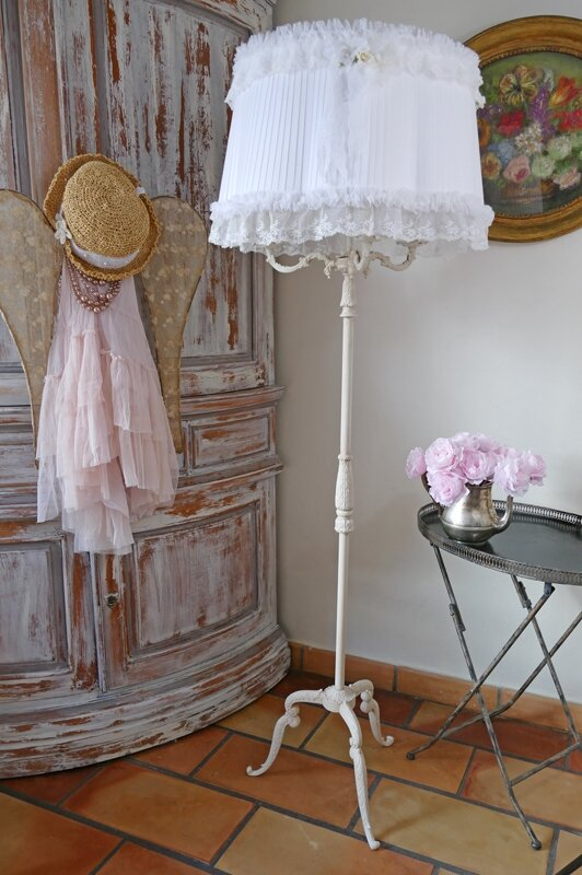 Lampadaire shabby chic perle de lumi res cr ation d - Decoration shabby en ligne ...