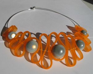collier sangle orange