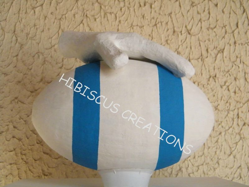 Urne Rugby Ton blanc et turquoise (5)