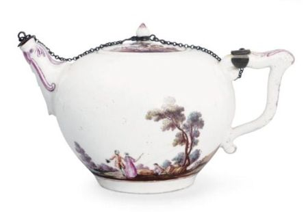 An_extremely_rare_Vincennes_teapot_and_cover