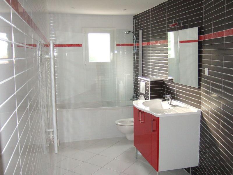 La chambre d 39 h tes chambre d 39 h tes l 39 atelier de dowa for Salle de bain avec baignoire douche et wc
