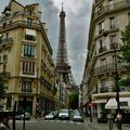 La tour Eiffel depuis l'avenue Rapp.