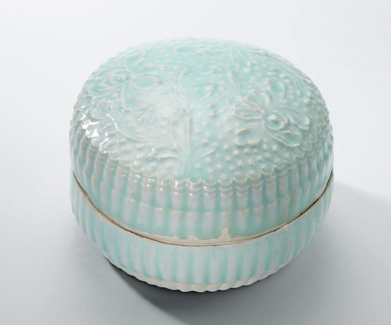 A Qingbai moulded 'Peony' chrysanthemum-shaped box and cover, Song dynasty (960-1279)