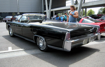 Lincoln_continental_convertible_02