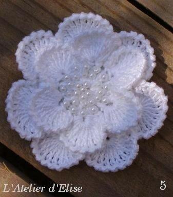 6. Broche fleur n°5 ... 8 €