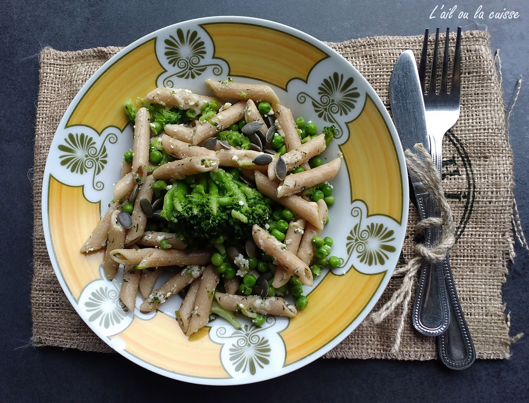 Penne rigate, brocolis, petits pois & cottage cheese