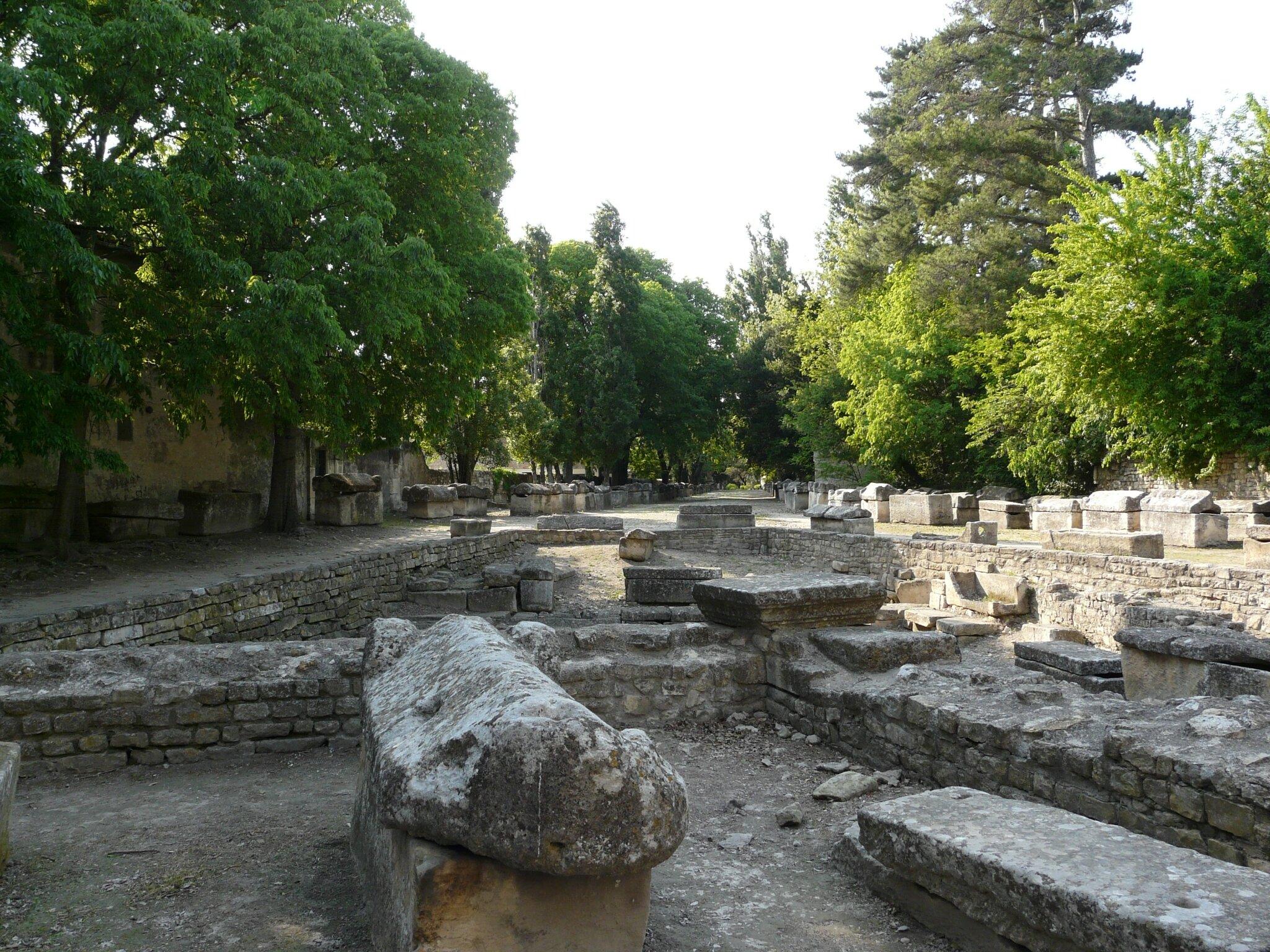 Le cimetière des Alyscamps et son rituel funéraire