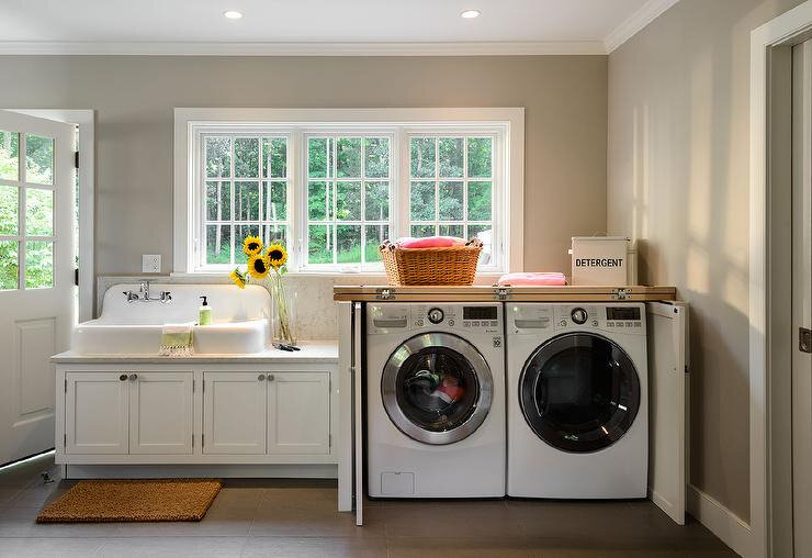 hiden-washer-dryer-in-cabinet-with-folding-doors