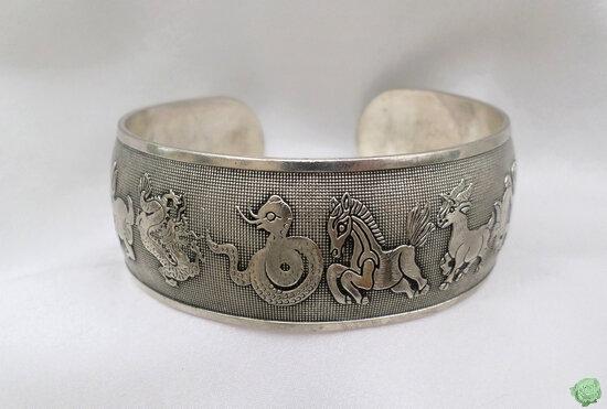 Bracelet Totem Tibétain Rigide Zodiaque Chinois Rigide Ouvert Argent du Tibet