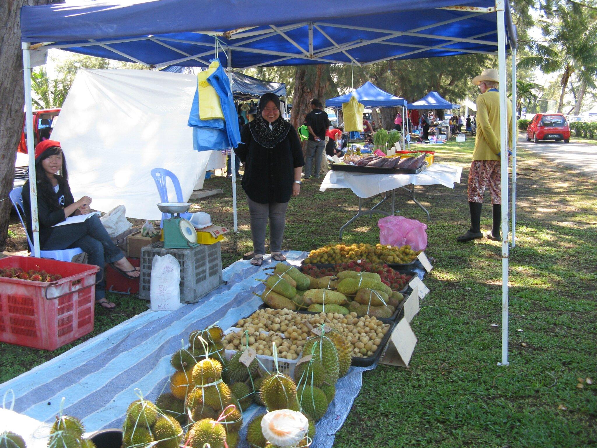 Etal de fruits : Durian à l'odeur repoussante en premier