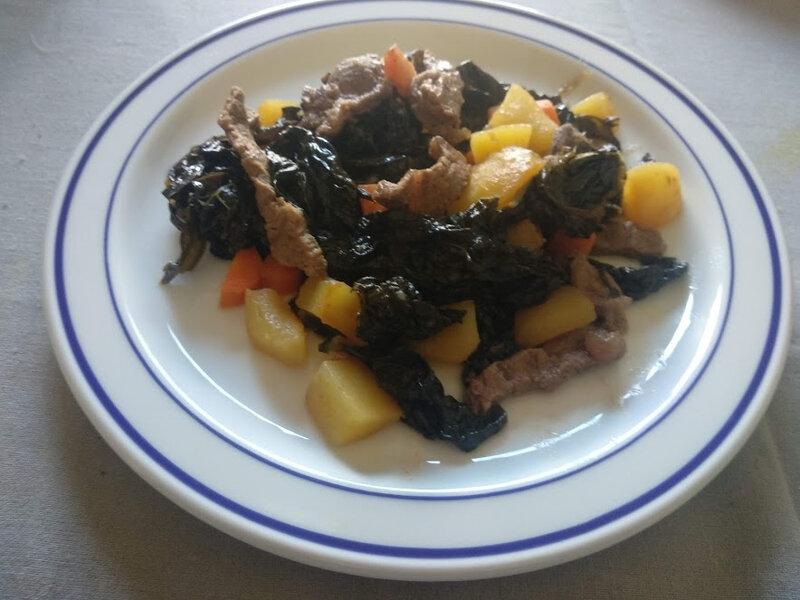 Filets de bœuf et chou kale poêlés aux carottes