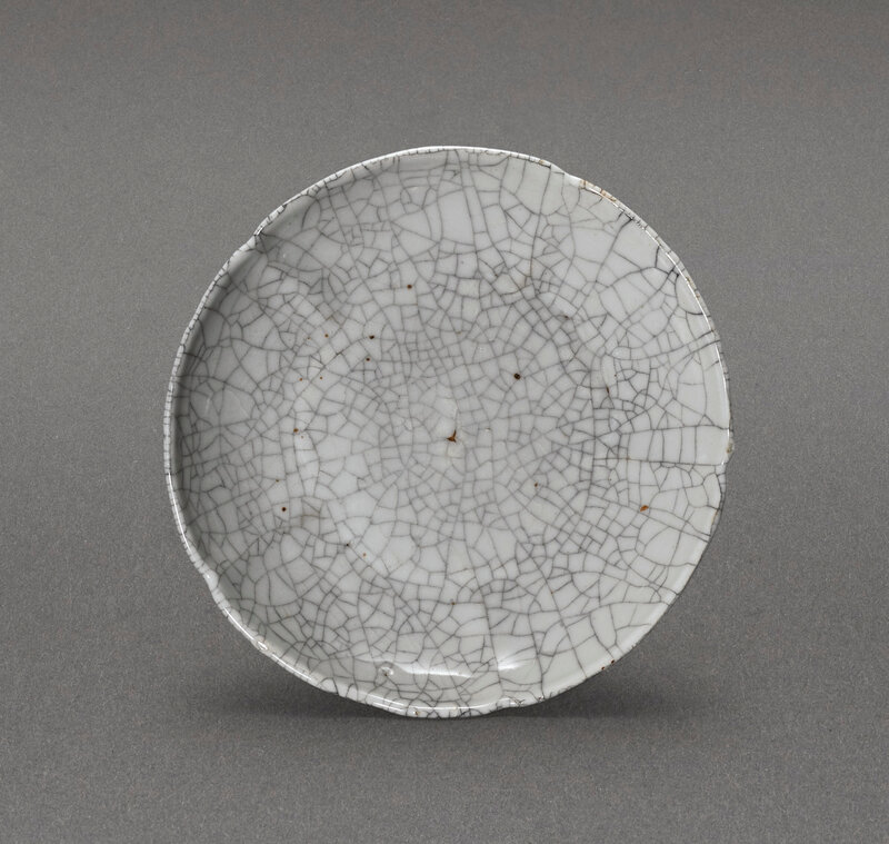 A Ge-type lobed dish, Ming dynasty (1368-1644)