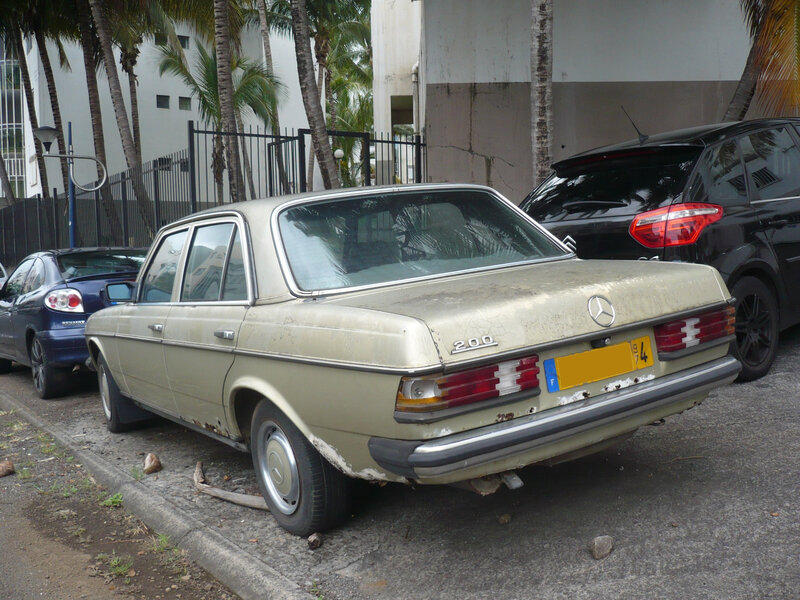 MERCEDES 200 W123 berline Saint Denis (2)