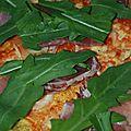 Rizza ou pizza de riz au jambon cru et roquette sans gluten ni produits laitiers
