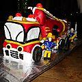 Le gâteau des deux ans de sayan : le camion des pompiers