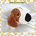 Doudou peluche chien assis blanc et marron cp international
