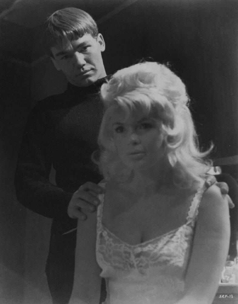 jayne-1966-film-single_room_furnished-film-1