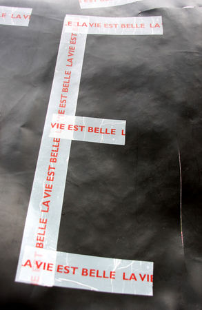 E__la_vie_est_belle__1998