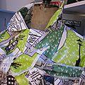 Ciré AGLAE en coton enduit imprimé bus londonnien sur fonc blanc cassé fermé par un noeud dans le même tissu (6)