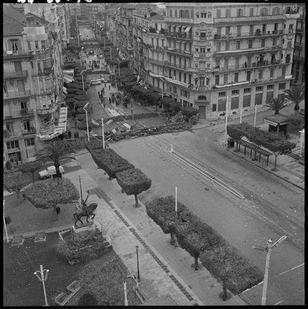 ALGER_LES_BARICADES_1960