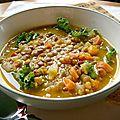 Soupe aux lentilles rouges et au chou frisé sans gluten