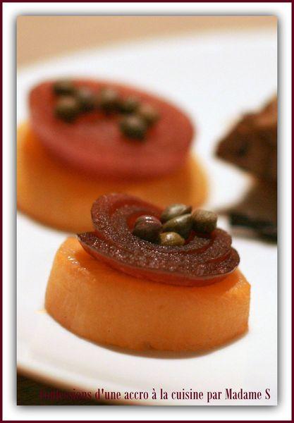 Boeuf, champignons, navets et oignons confits, sauce aux anchois 030