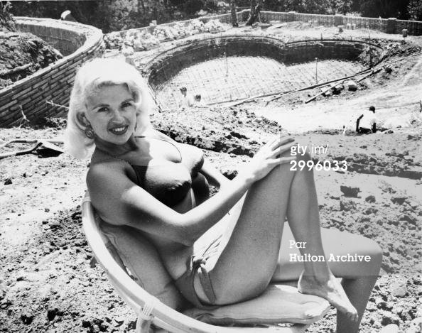 jayne_bikini-pool-1958-piscine_construction
